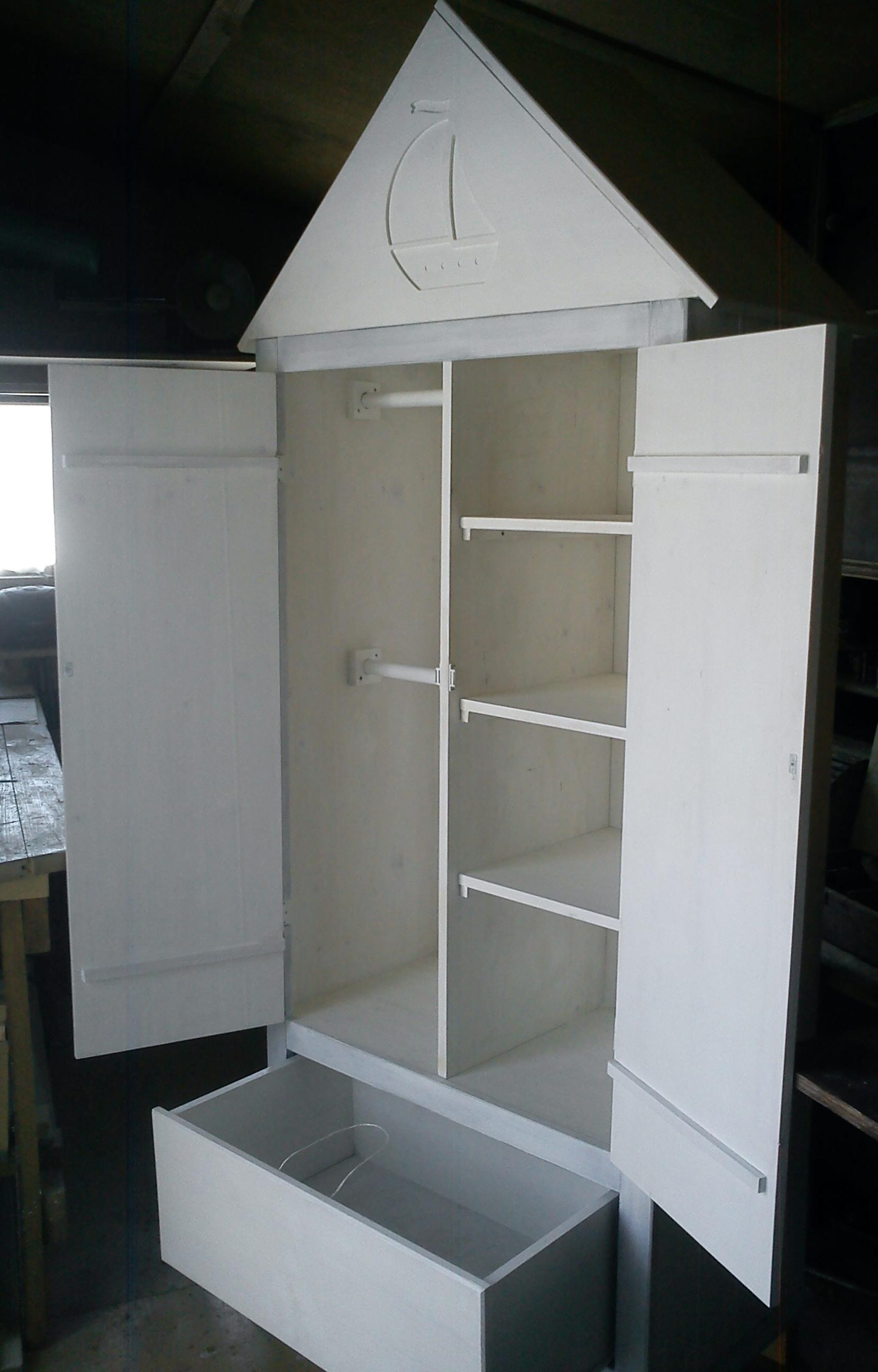 Детский шкаф из массива